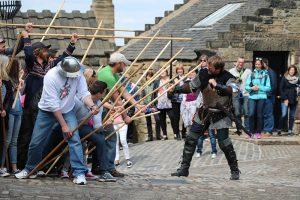 """""""Touristenprogramm zum Mitmachen"""" auf dem inneren Festungshof"""