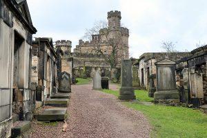 auf dem alten Calton Friedhof liegen viele städtische Persönlichkeiten des 18. und 19. Jahrhunderts begraben