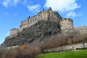 Das Edinburgh Castle wurde auf einem ehemaligen Vulkanschlot (Basalt) gebaut