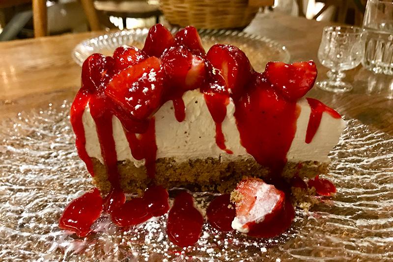 Käse-Sahne-Schnittchen war gestern - der Peskesi Käsekuchen mit Erdbeeren ist heute!