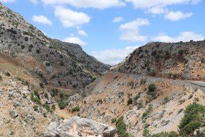 Gonies Gorge: von Tylissos kommend schraubt sich die Straße nach Anogia bergaufwärts.