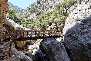 """für die einen eine Holzbrücke - für die anderen """"Little Nepal"""" auf Kreta"""