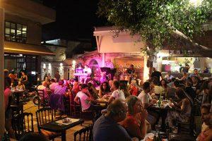 Lebendiges Nachtleben in Heraklion