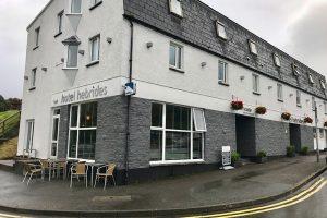 """das """"Cafe & Restaurant Pierhouse"""" des Hotel Hebrides liegt direkt am Fährhafen"""