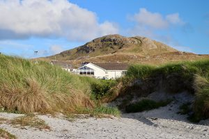 "Das ""Am Politician"" liegt in den Dünen von Eriskay direkt am Strand"