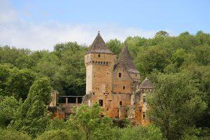 Gegenüber von Commarque liegt das Chateau Laussel
