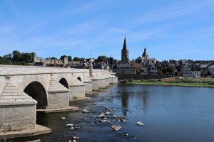 La Charité-sur-Loire - Blaupause der Brückenarchitektur der Städte und Brücken entlang der Loire