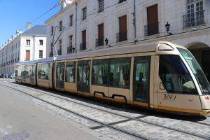modern: die Straßenbahn von Orleans