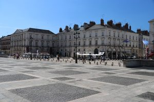 der Platz vor der Kathedrale von Orleans