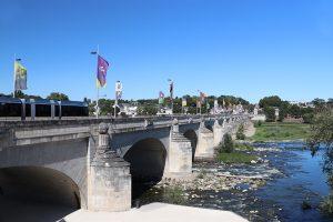 die Wilson-Brücke über die Loire in Tours