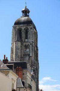 """die Türme der Kathedrale des verbliebenen """"Martinopolis"""" in Tours - hier der """"Tour Charlemagne"""""""
