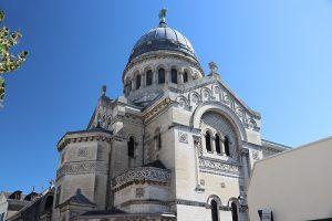die heutige Basilika und Abtei Sankt Martin in Tours