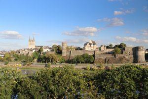 Blick auf das Stadtpanorama von Angers