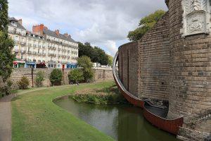 """Das Schloss der """"Ducs de Bretagne"""" - mit moderner Rutsche..."""