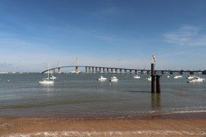 an der Pont de Saint-Nazaire strömt die Loire in den offenen Atlantik