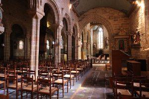 Kirchenraum der Notre-Dame de Roscudon in Pont Croix