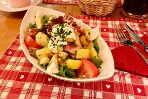 Der Salat Vosgiesenne in der Ferme & Auberge de Liezey