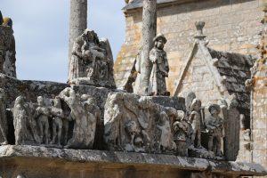 der Calvaire de Tronoan vor der Kirche Saint Jean-Trolimon