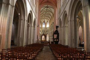 die Kathedrale von Quimper - nein, kein Knick in der Linse, die ist schräg gebaut!