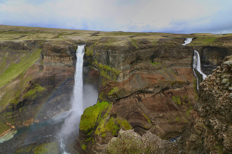der Haifoss liegt gegenüber vom Vulkan Hekla