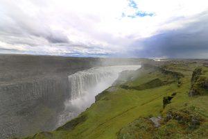 der mächtigste Wasserfall Europas: der Dettifoss ist an Wasservolumen unschlagbar.