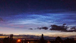 blaue Nachtwolken am 5. Juli 2020 über dem Strohgäu