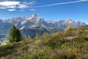Blick vom Helm auf die Dreischusterspitze und den Haunold. Foto: © hmg