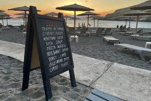 die Tagestafel des LIONS am Strandweg von Matala